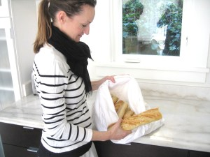 Bea Johnson with baguette bag for zero waste