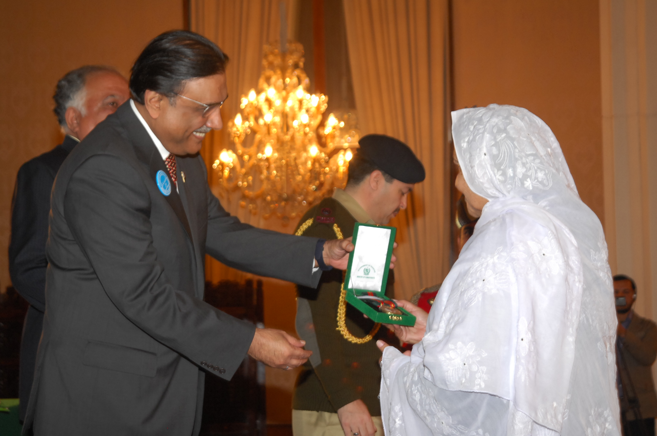 Maryam Bibi receiving Human Rights Award from President of Pakistan